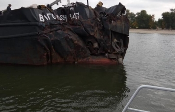 EXP.IDK.RU. На Дону столкнулись два грузовых судна (Фото)